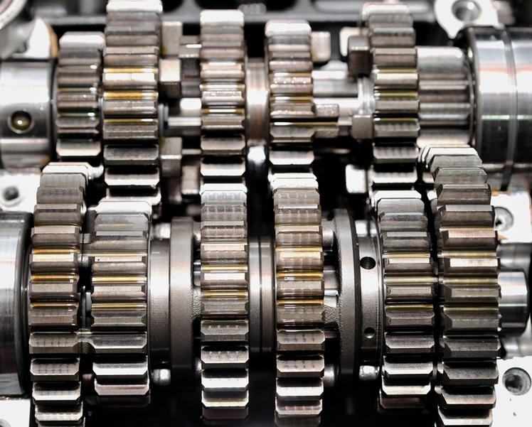 齿轮油提供润滑及保持汽车齿轮系统的完整性,主要应用在自动变速箱,手动变速箱和差速器