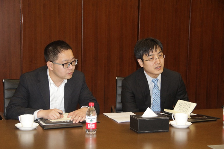 长城汽车股份有限公司配套采购部部长朱俊红先生(右)发言