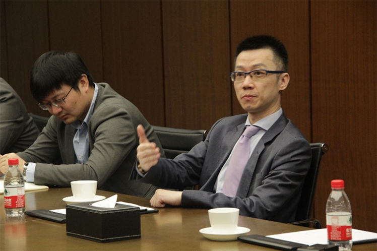 道达尔润滑油(中国)有限公司 董事总经理王喆先生(右)发言